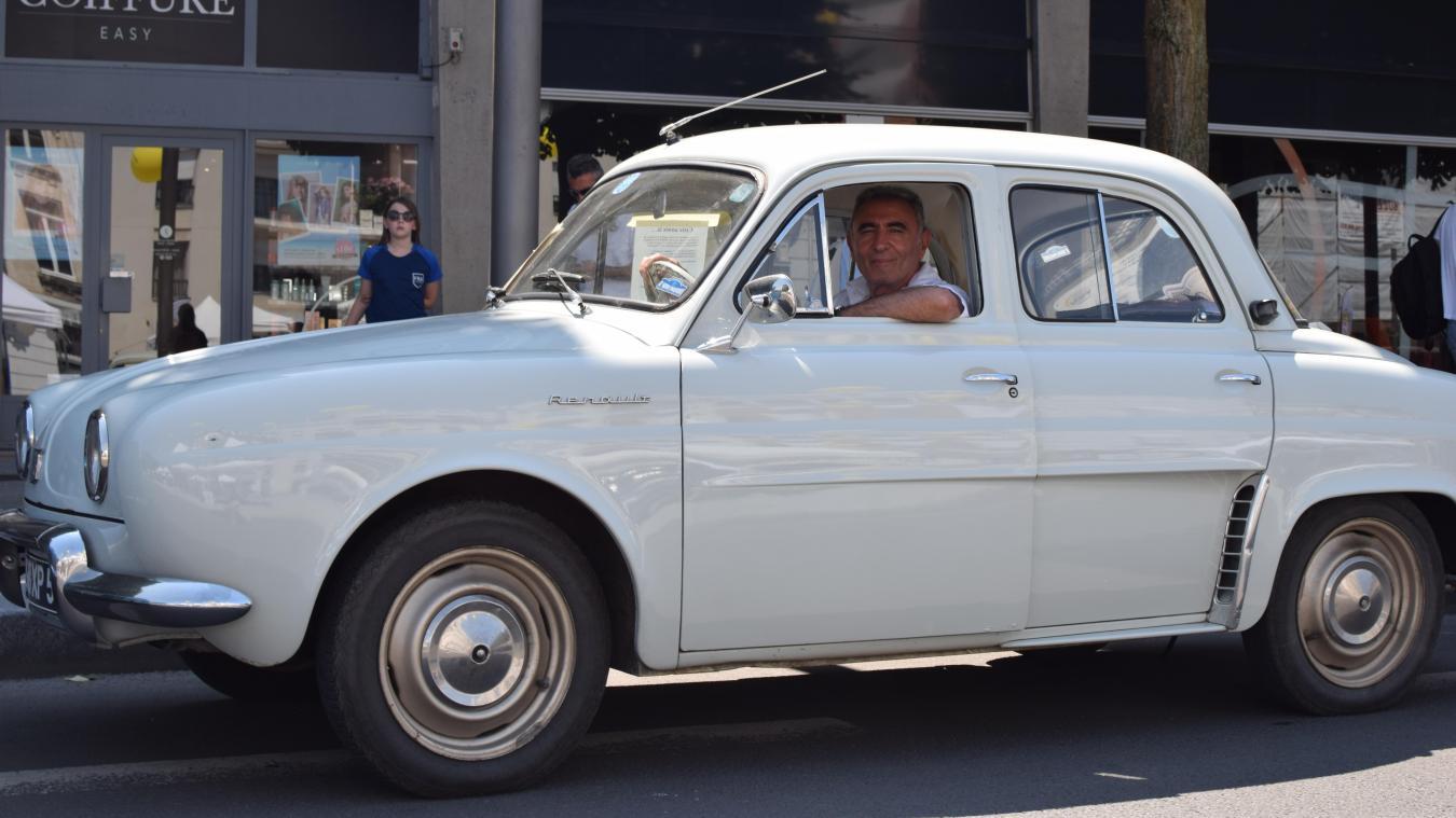 Douai Les Amoureux De Vieilles Renault Se Retrouvent Pour Les 120 Ans De La Marque