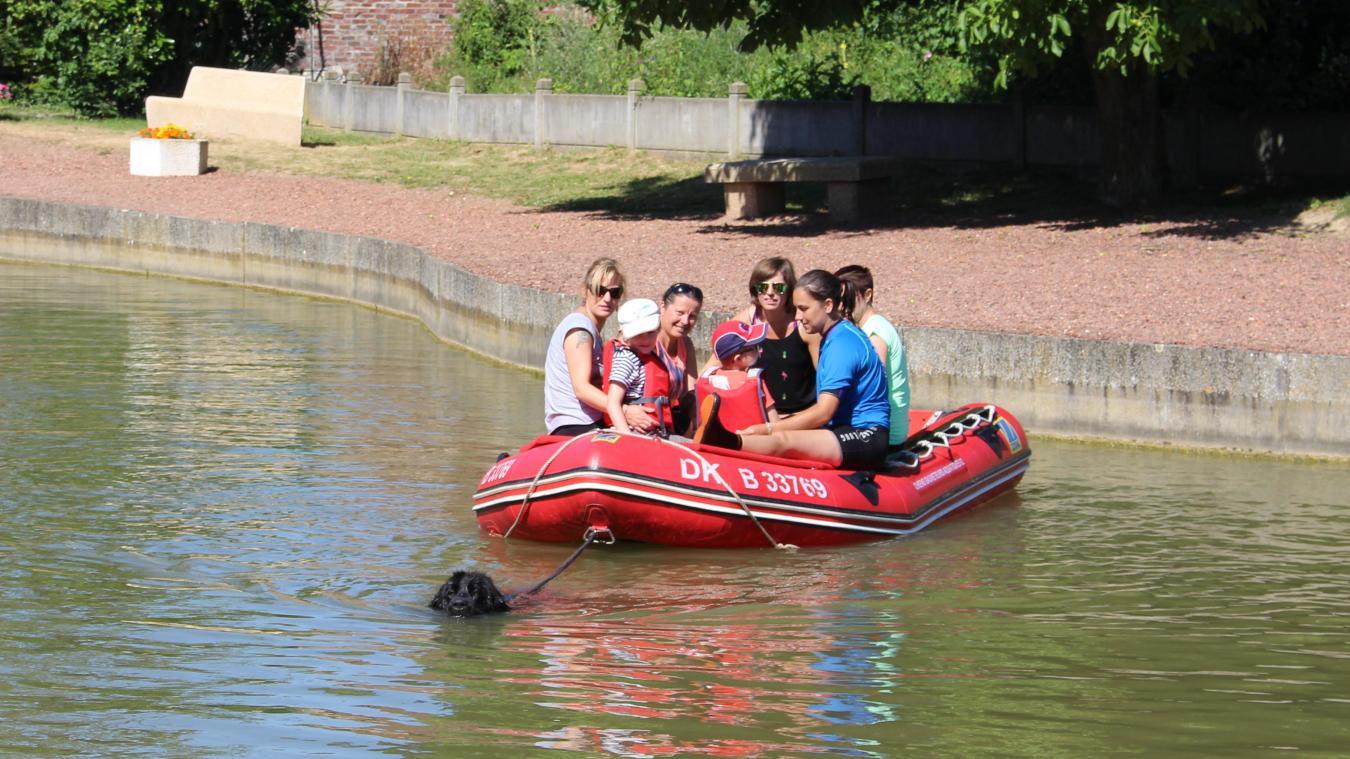 C'est au point d'eau municipal d'Angres que les enfants ont profité de leurs derniers moments avec les chiens sauveteurs.