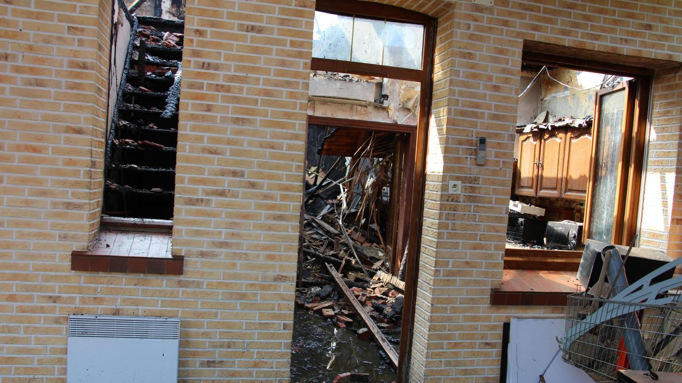 La toiture a été détruite tout comme l intérieur de la maison. PHOTO « LA  VOIX » 380aa7df339b