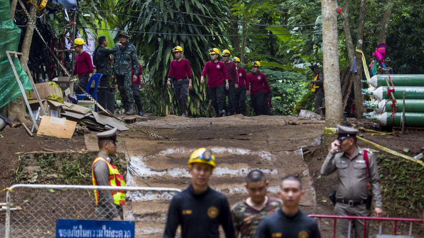 Six garçons ont été extraits en vie de la grotte — Thaïlande