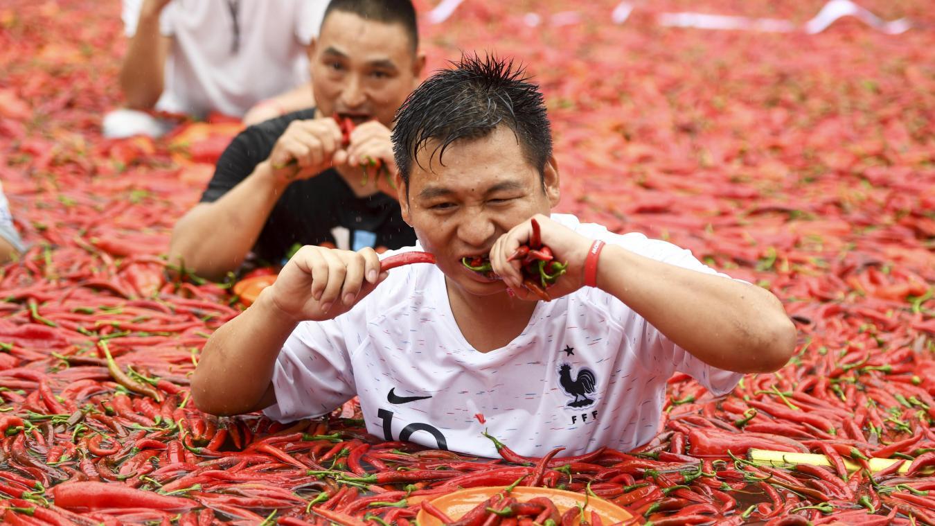 Incroyable: Un Chinois avale 50 piments en une minute