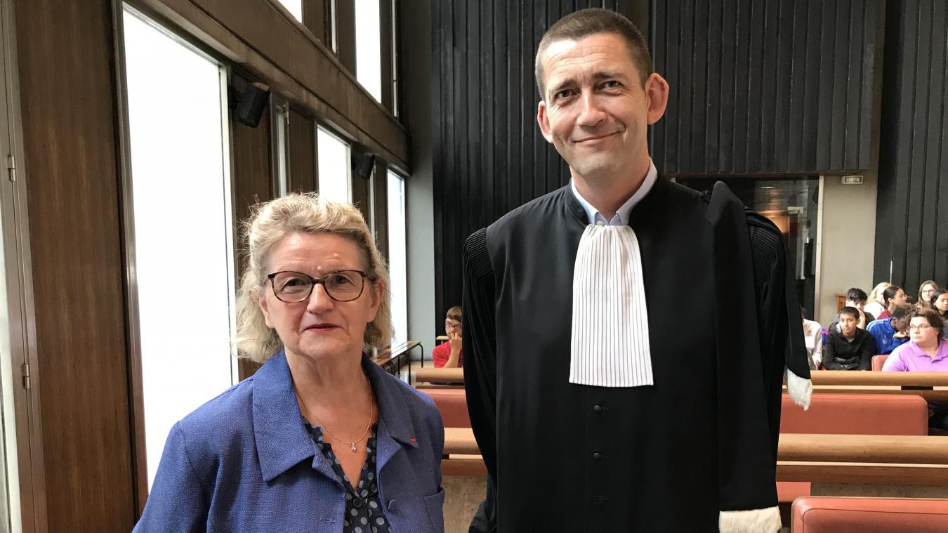 Début juin, Charline Delporte, très confiante, attend l'audience avec son avocat Jean-Yves Moyart.