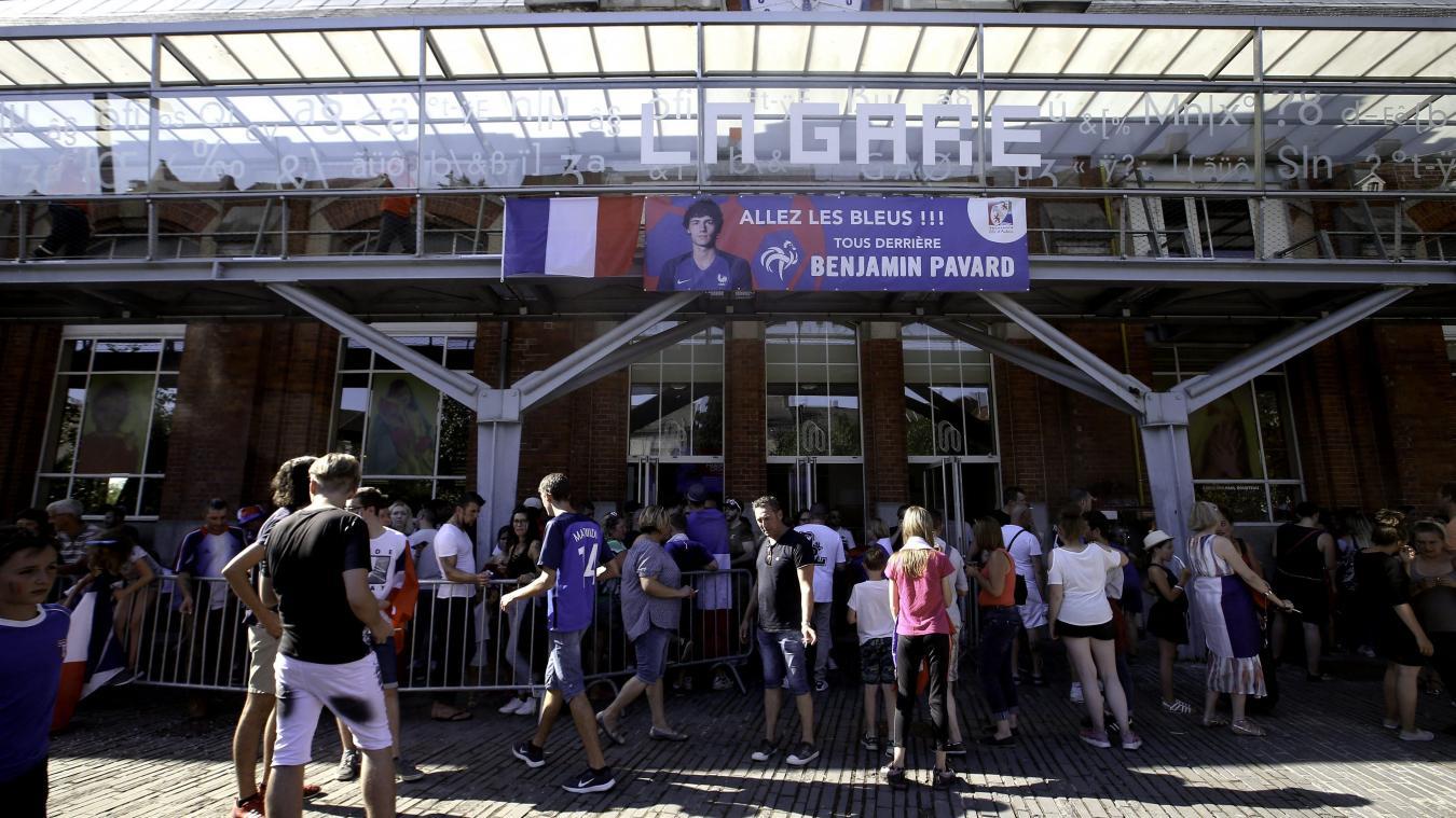 Benjamin Pavard reprend la chanson des supporters en son honneur