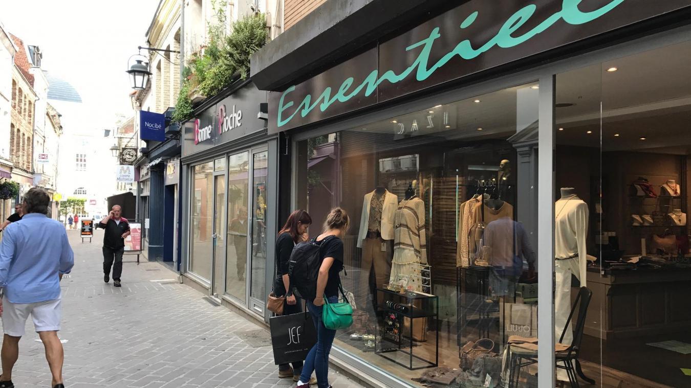 b3e1cf3f2cb Marthe va ouvrir juste à côté de la boutique Essentiel