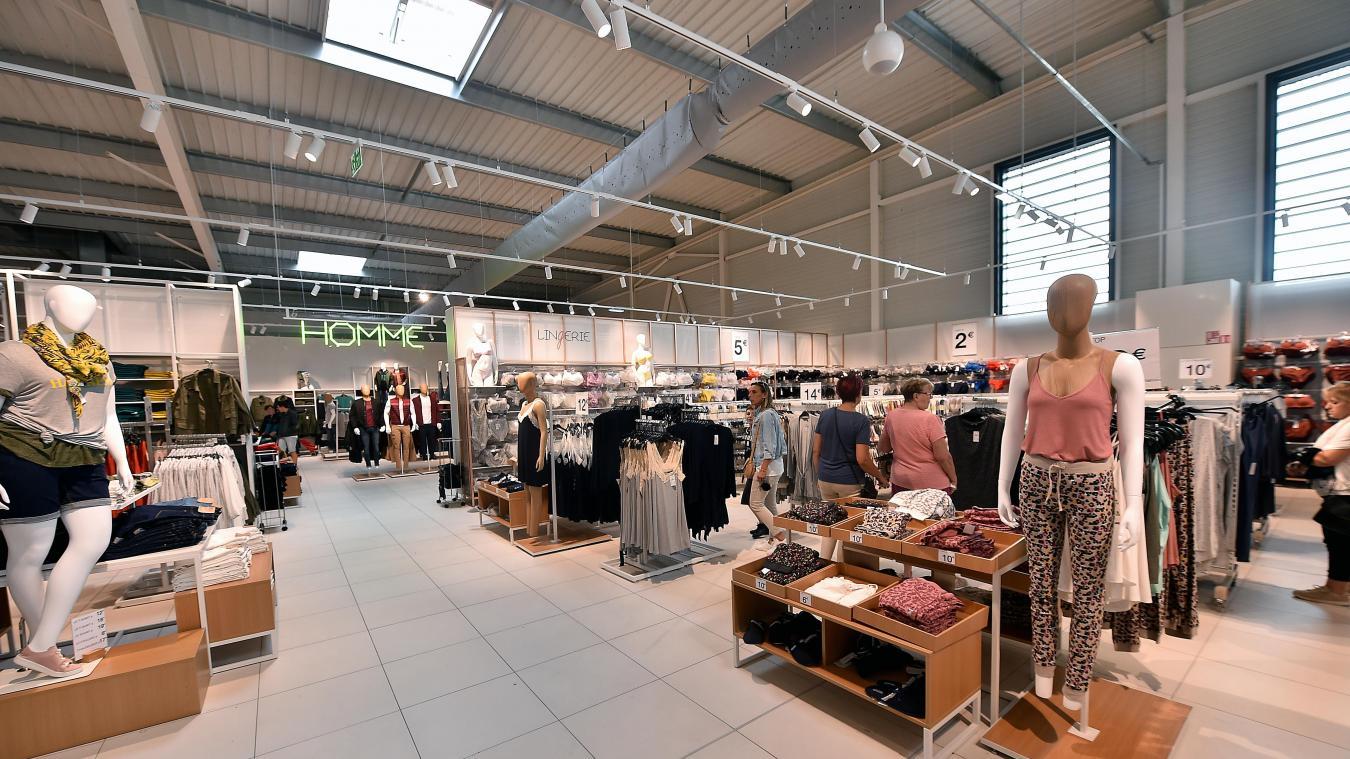 Neuville en ferrain roncq apr s quarante ans en centre commercial le tout premier kiabi de - Nouveau centre commercial roncq ...
