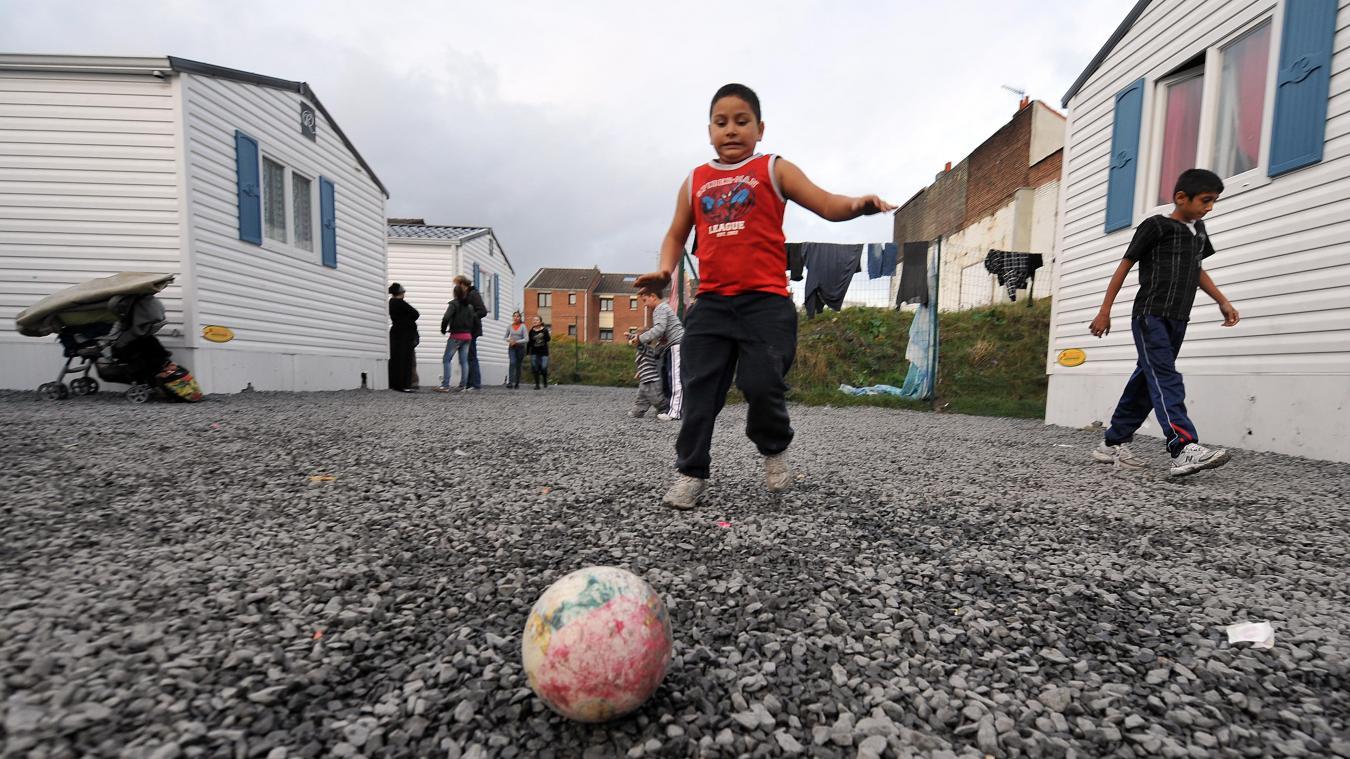 Depuis 2009, à Fives, un village d'insertion permet de loger des familles roms dans des conditions décentes tout en favorisant leur intégration. Photo C.Lefebvre La Voix du Nord.
