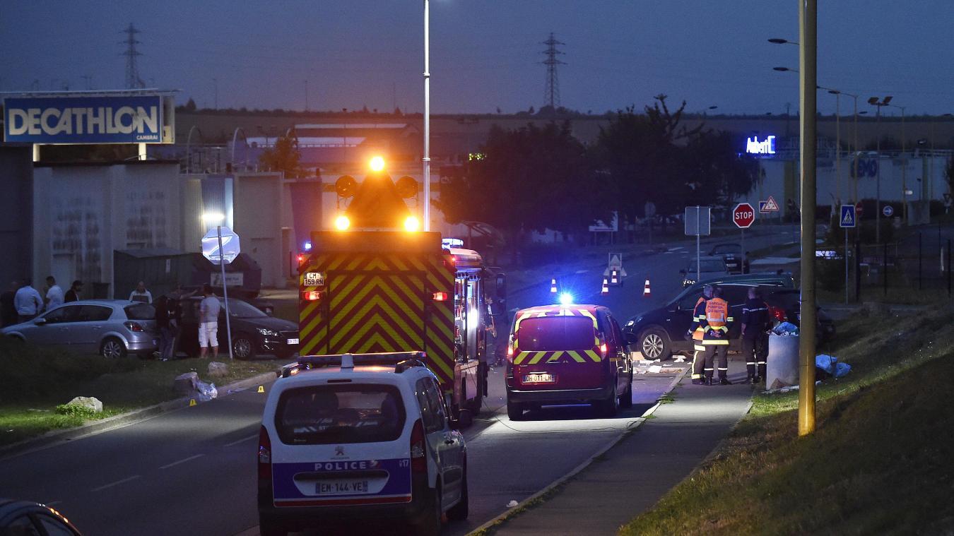 Au moins sept personnes ont été percutées par la voiture, deux d'entre elles sont en urgence absolue. PHOTO C.LEFEBVRE. LA VOIX DU NORD.