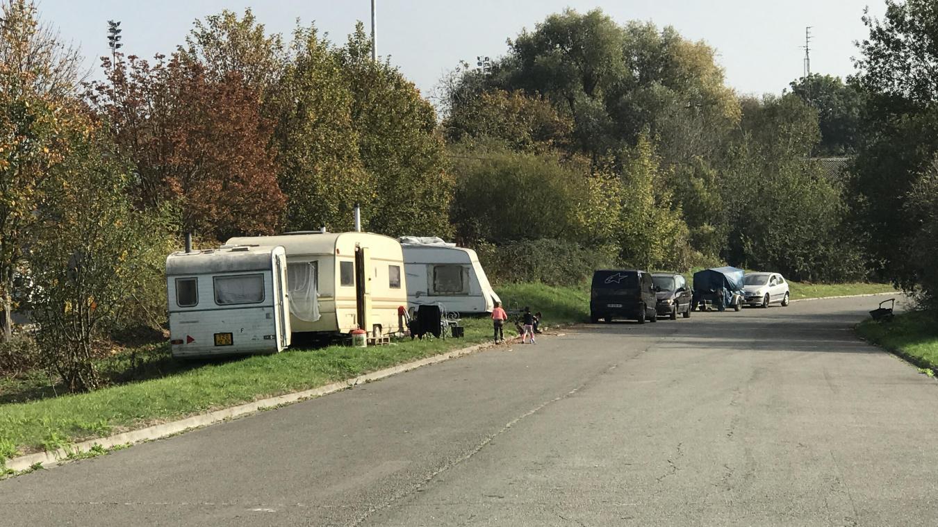 Les caravanes ont été déplacées de quelques dizaines de mètres. Leurs occupants doivent quitter le site avant dimanche.