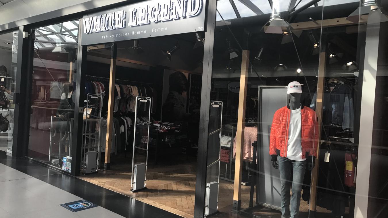 La boutique White Legend emploie 5 salariées. Elle fermera fin décembre. d6dce98bc025