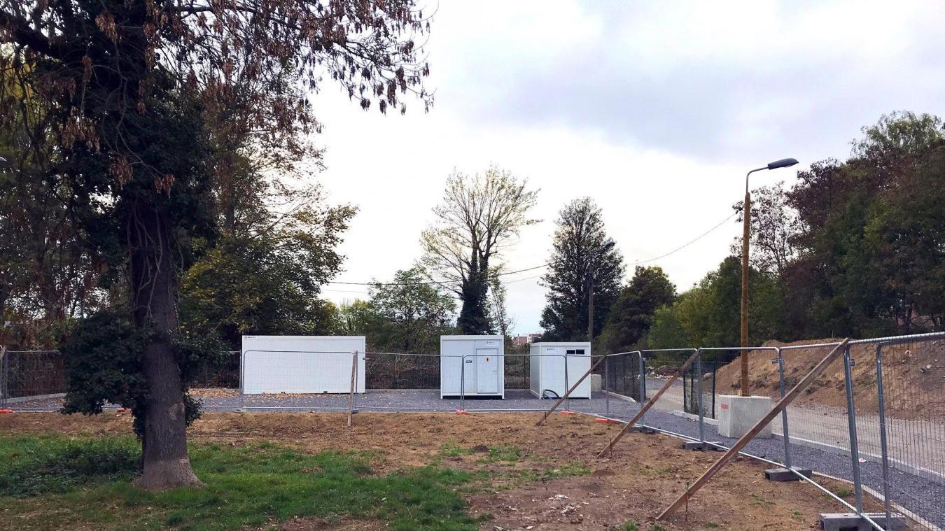 Cinq caravanes doivent encore être installées sur le site afin d'abriter les familles.