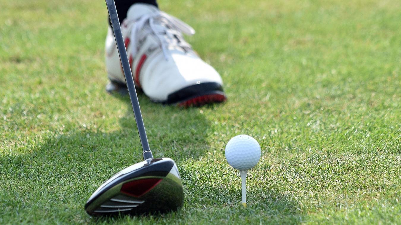 Une fillette tuée accidentellement par une balle de golf frappée par son père — États-Unis