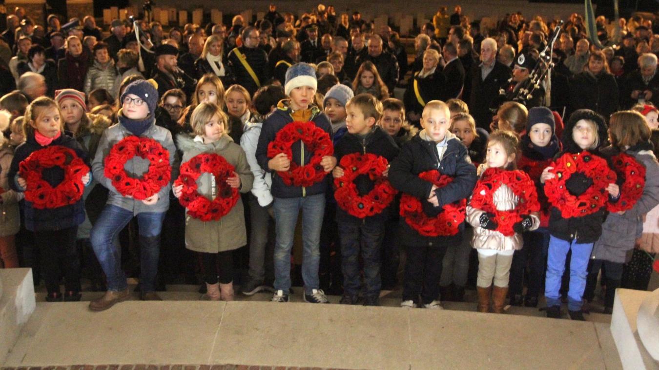 Des couronnes ont été déposées par les enfants de la commune pour tous les soldats sans sépulture.