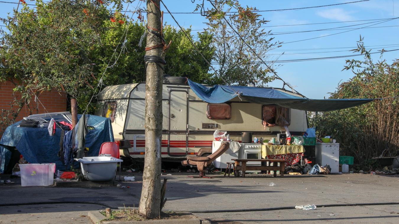 Dans le secteur, il reste une dizaine de squats de familles roms, dont le plus important au Sartel à Wattrelos, où vivent trois familles. Photo Thierry THOREL