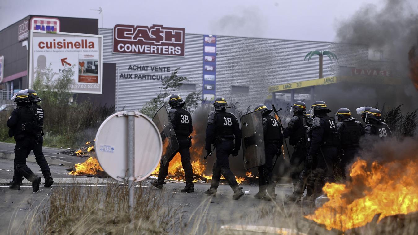 Louvroil à Auchan Les Crs Délogent Les Gilets Jaunes à Coup De Gaz