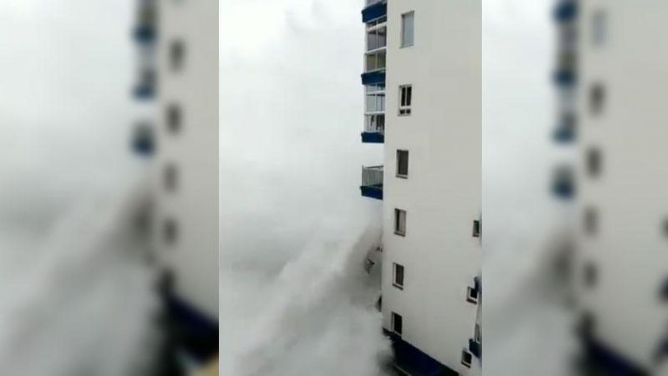 Espagne : les images impressionnantes d'énormes vagues s'abattant sur Tenerife