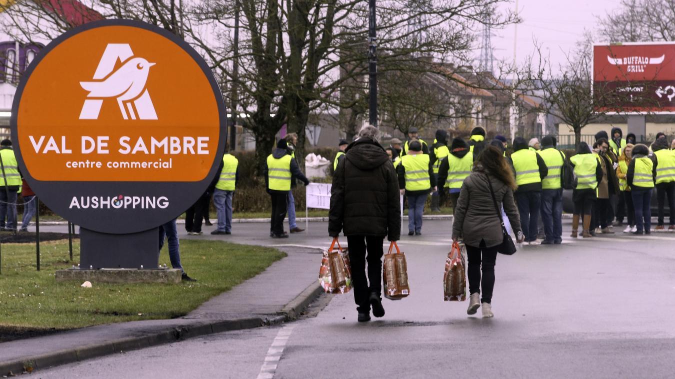 Carte Auchan Bloque.Louvroil Les Gilets Jaunes Reprennent Le Blocage Auchan