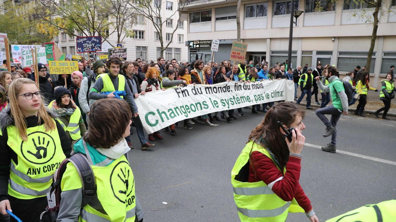 Gilets jaunes: Uma Thurman repérée parmi les manifestants à Paris