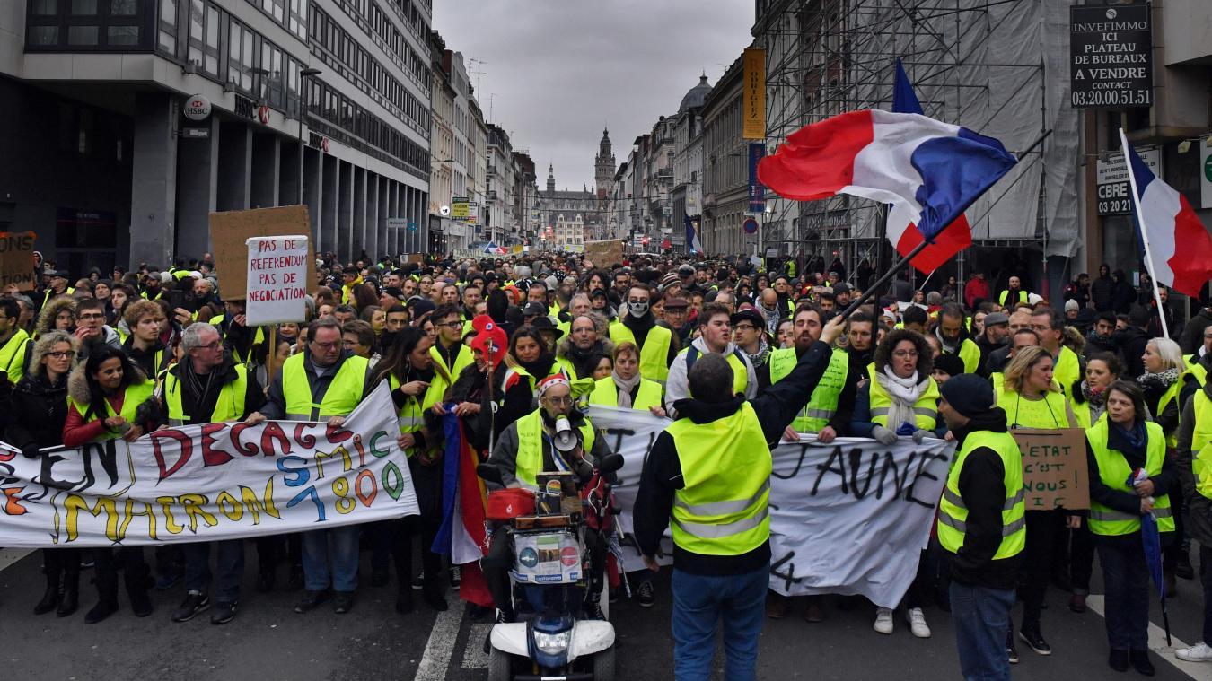 57dd19d72bb La manifestation des Gilets jaunes, samedi, a réuni 2 000 personnes avant de  rejoindre