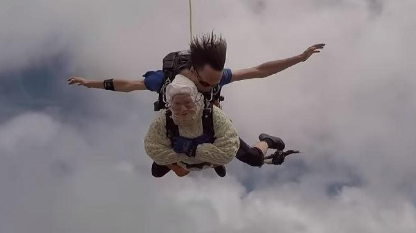 À 102 ans, Irène O'Shea est la plus vieille parachutiste du monde  B9717923630Z.1_20181212221935_000%2BG16CJTOD8.1-0