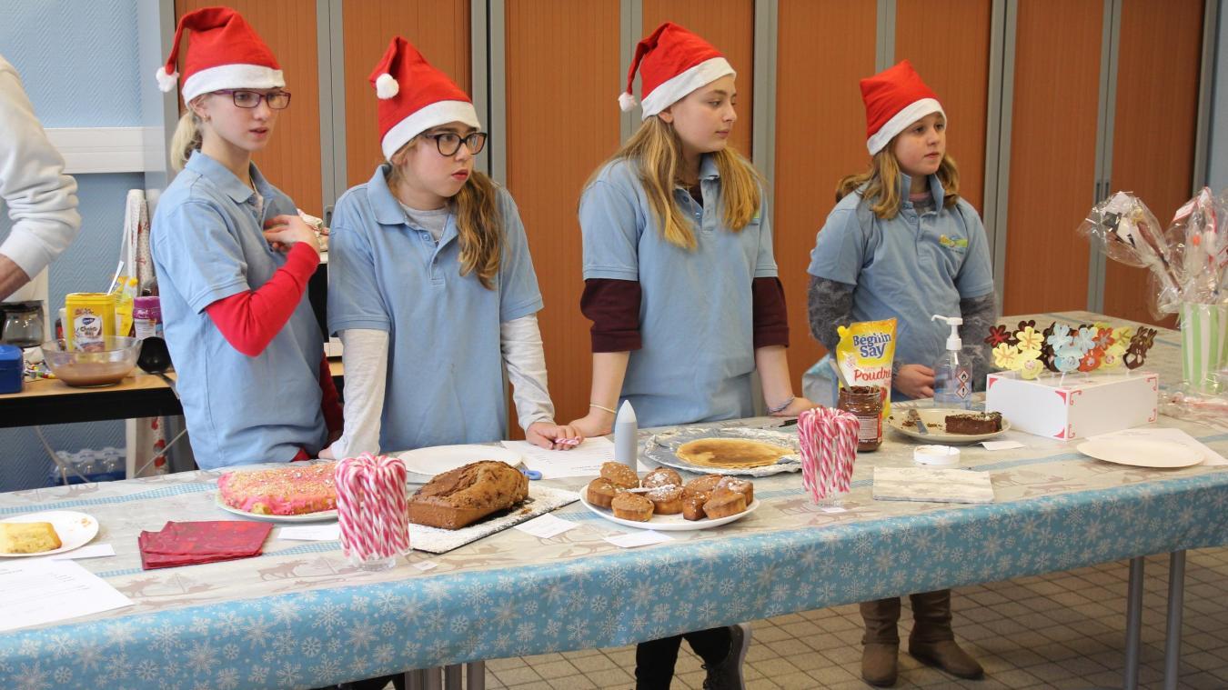 Quatre gentils lutins proposent des pâtisseries pour financer leur futur grand voyage.