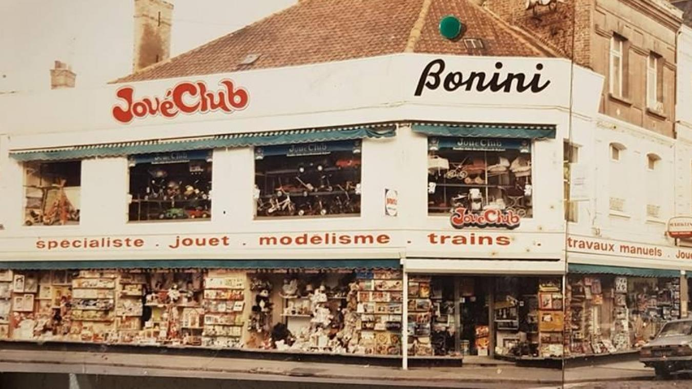23a41d050f718d Juste avant sa fermeture, en novembre 1998, le magasin s étirait sur 800  mètres carrés, rez-de-chaussée et étage.