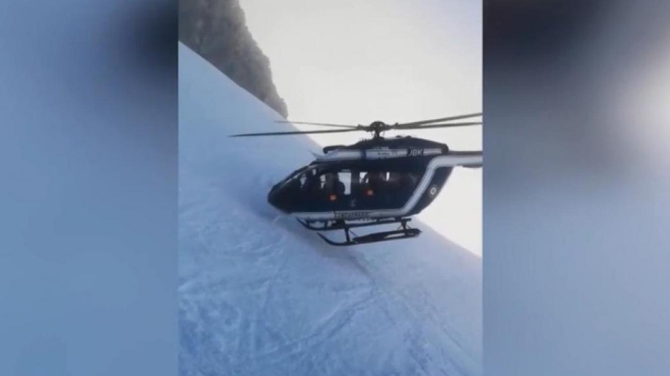 Haute-Savoie: la manœuvre spectaculaire d'un hélicoptère lors d'un sauvetage (vidéo)