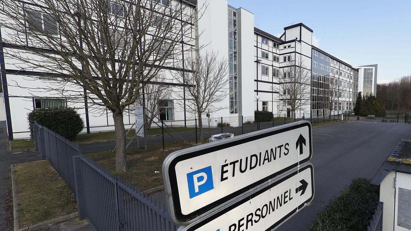 La hausse des frais d'inscription dès la rentrée — France/Etudiants étrangers
