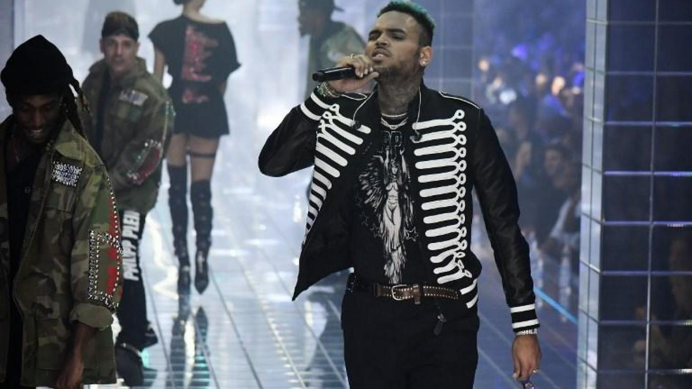 Chris Brown en septembre 2018 lors d'une performance pendant un défilé de mode à Milan