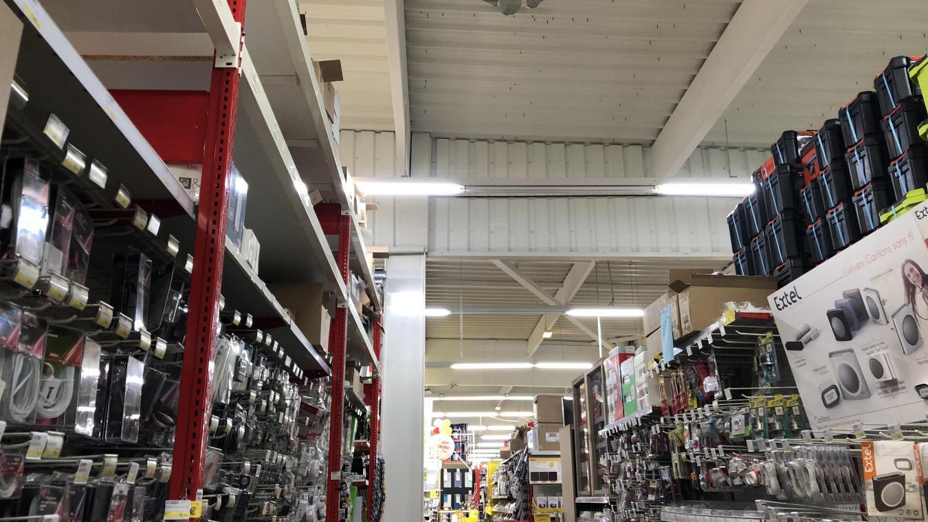 Audomarois Les toits de Mr Bricolage et Bricorama découpés ...