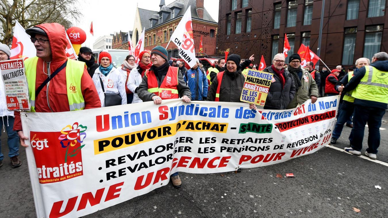 27f086bf03b Les manifestants réclament l augmentation du SMIC et de tous les salaires