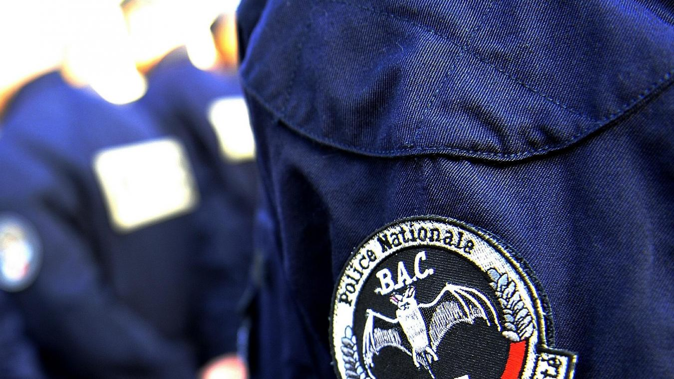 Trois faux policiers tentent de braquer un membre de la BAC