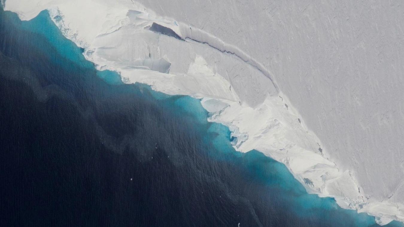 VIDÉO - L'inquiétante fonte d'un glacier dans l'ouest de l'Arctique