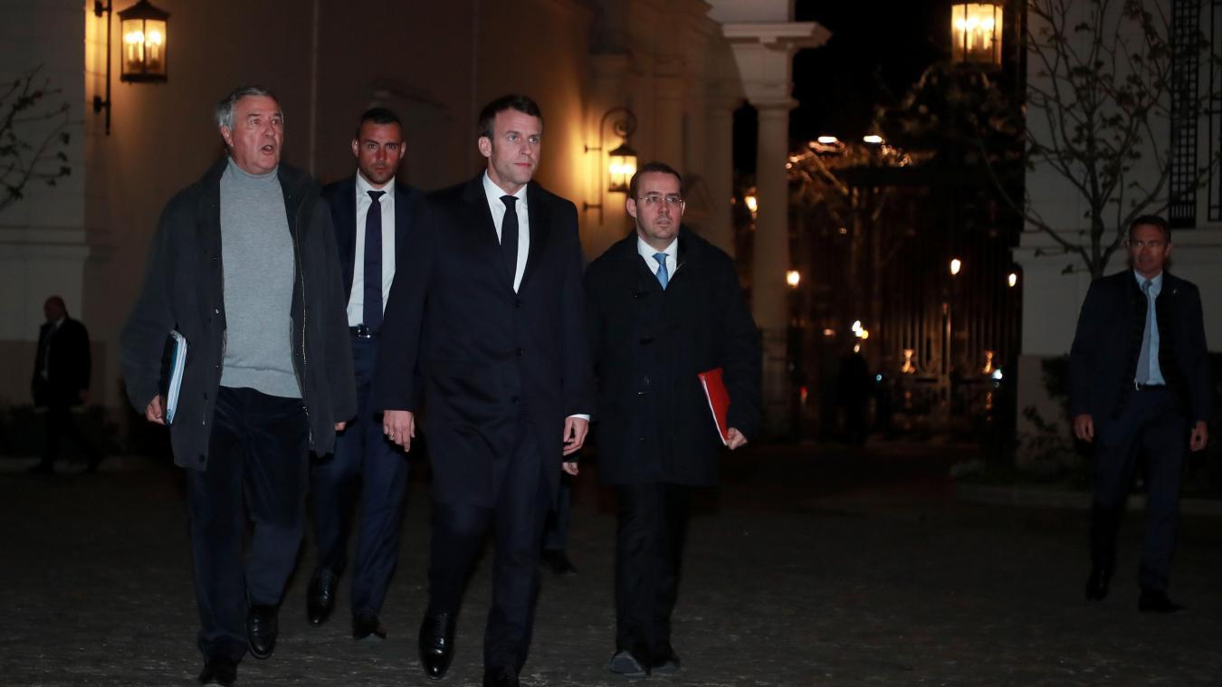 Les violences qui ont émaillé les manifestations des Gilets jaunes dans la capitale ont contraint le chef de l'État à rentrer plus rapidement à Paris