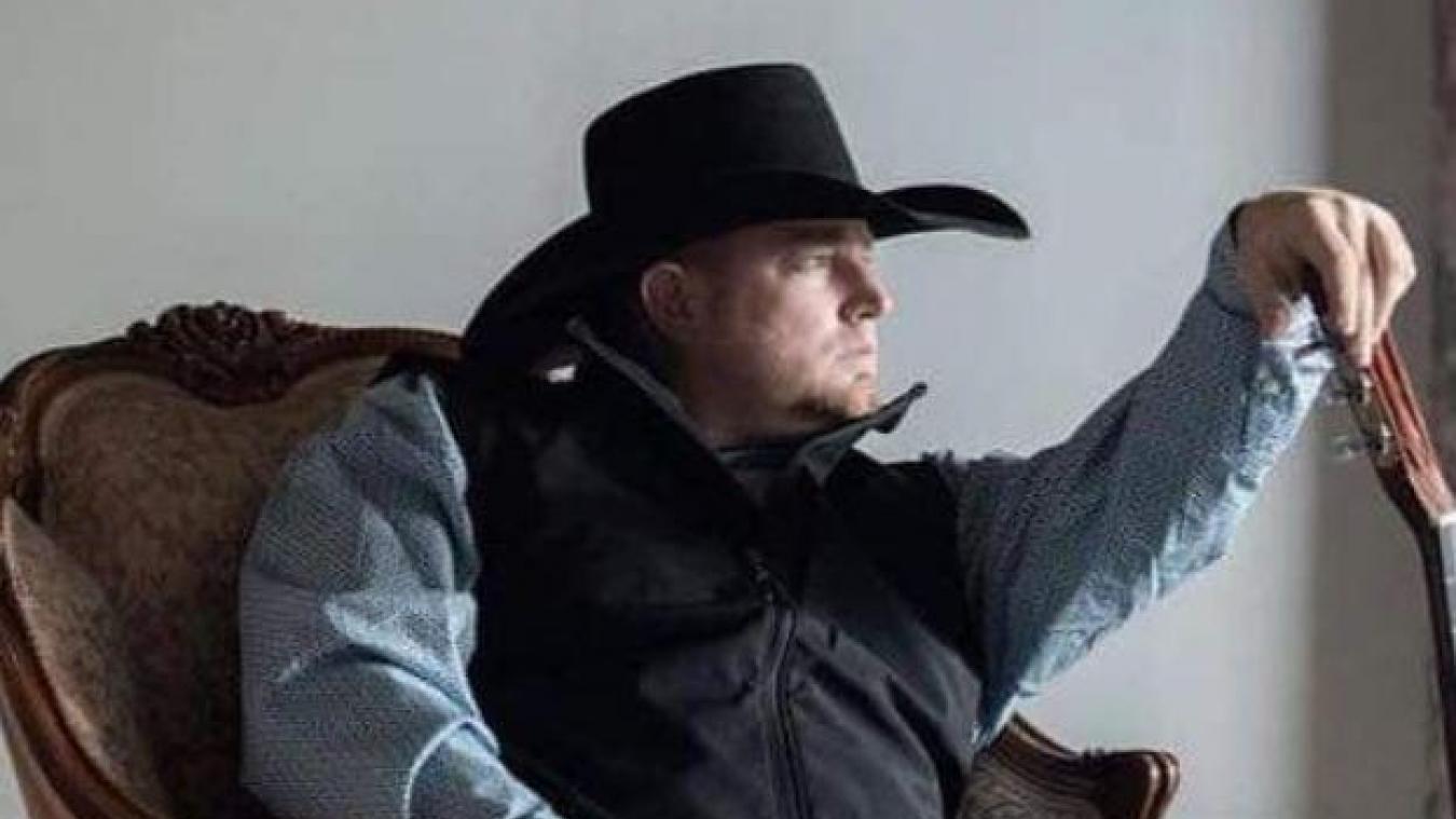 Un chanteur de country se tue accidentellement avec sa propre arme