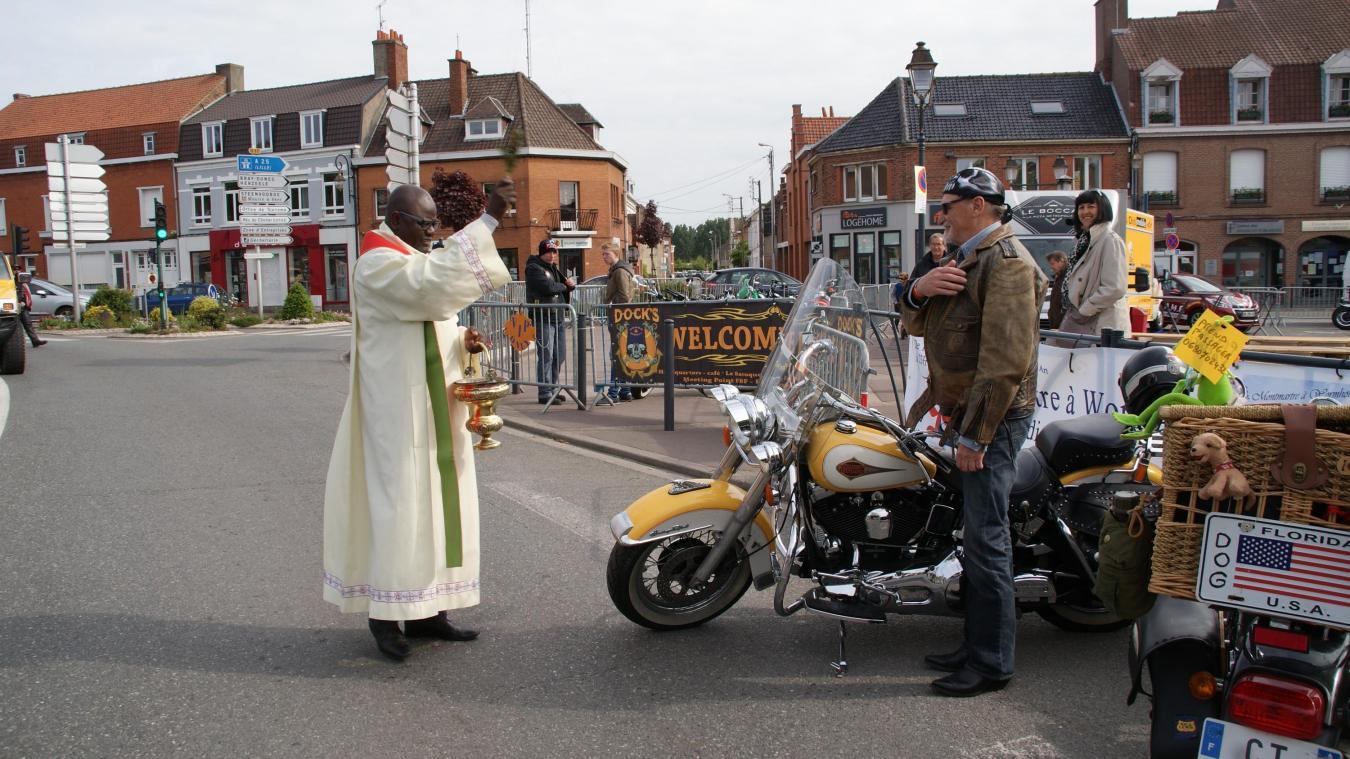 Raymond Mbélé (ici lors de la bénédiction d'une moto à Wormhout) a reconnu des faits de nature sexuelle sur la jeune femme.