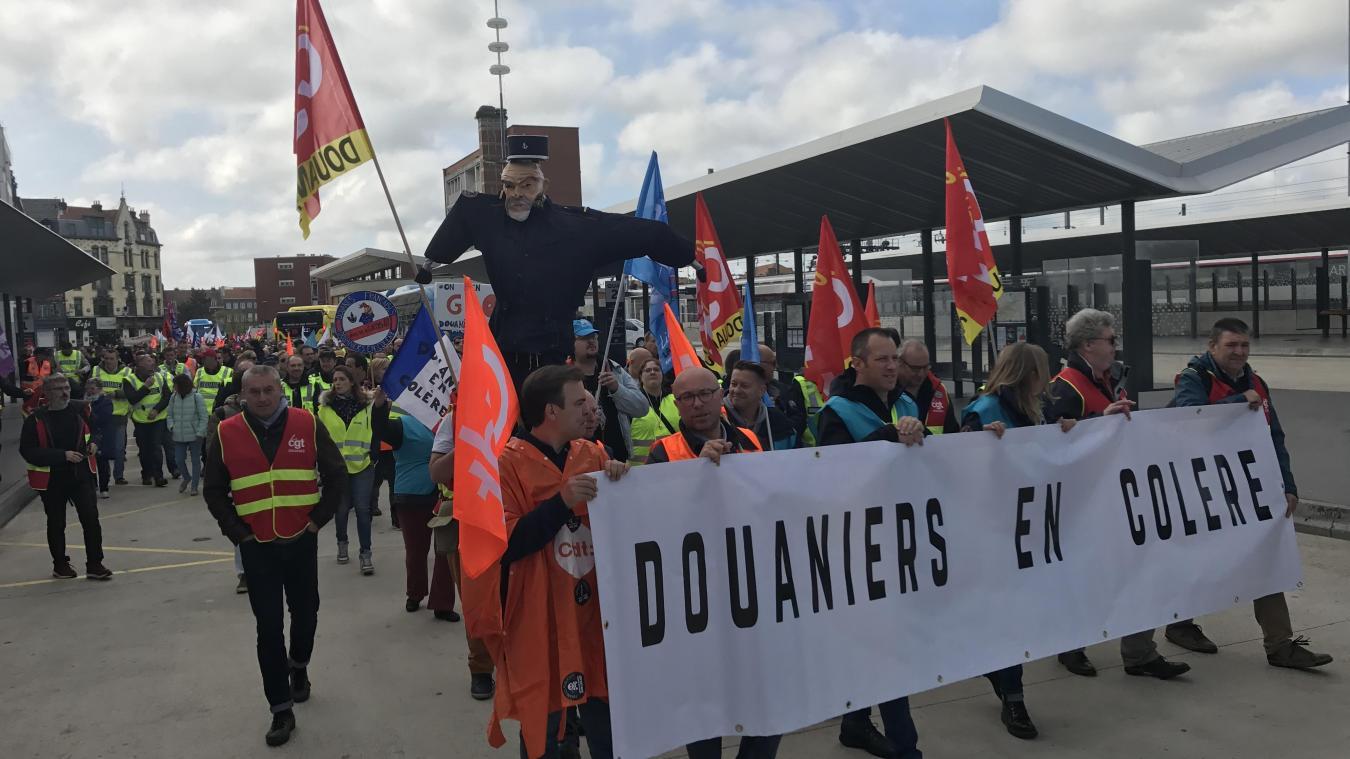 d495769bb13 Dunkerque  Environ 400 personnes défilent contre la réforme de la ...