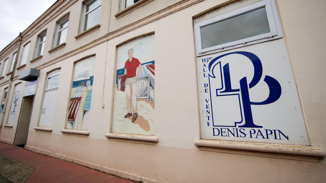6bb32148ea29d Calais  L enseigne de prêt-à-porter Hall de vente Denis Papin fête ...