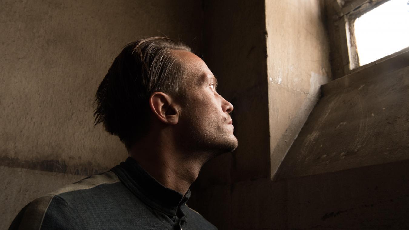 L'Autrichien Franz Jägerstätter (le comédien August Diehl) se résigne à l'épreuve morale même s'il pense à ses proches. Regard vers la lumière. De l'influence de l'art spirituel et pictural sur l'œuvre de Terrence Malick...