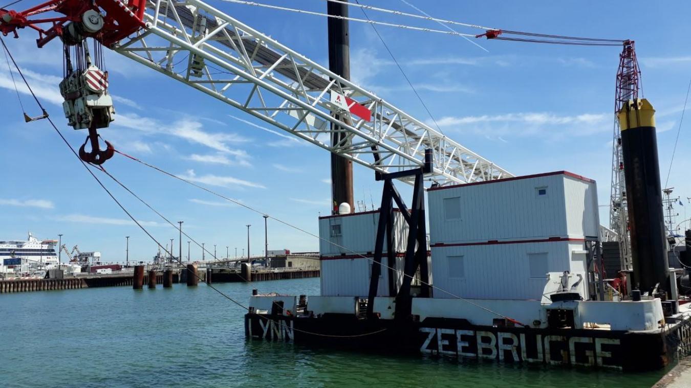 Calais Une Impressionnante Barge Grue Au Port