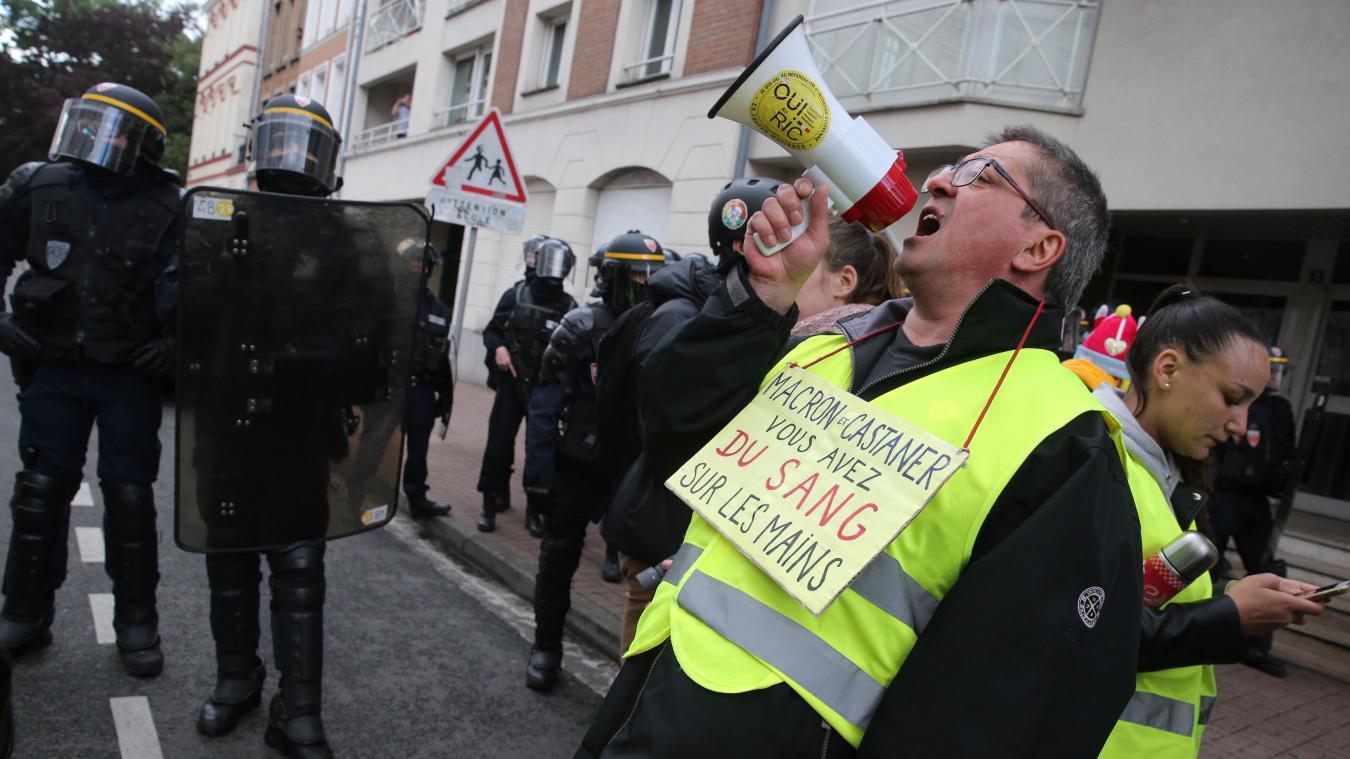 Environ 500 personnes manifestent dans les rues de Lille aux cris de Macron démission