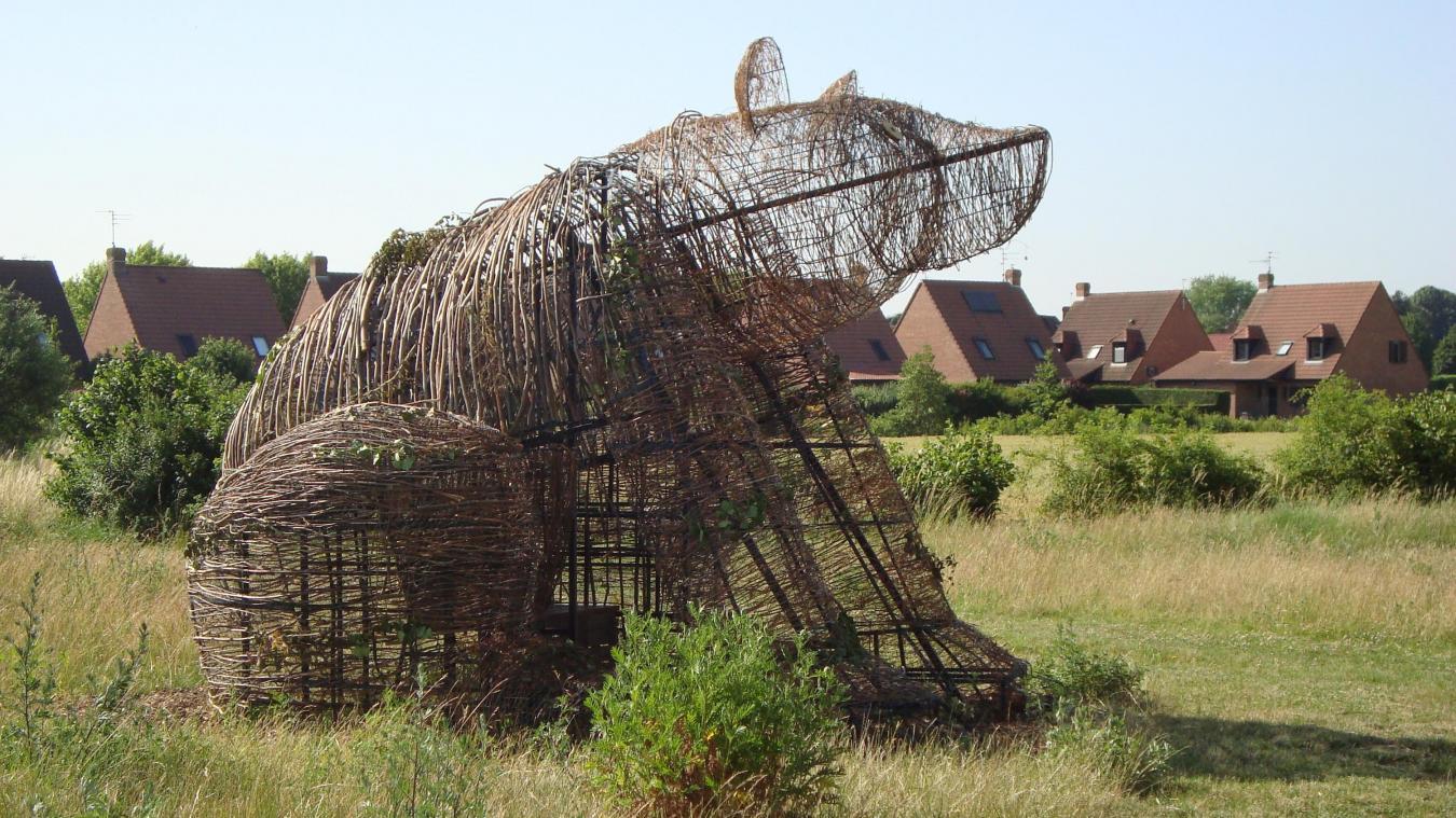 Sculpture Grillage A Poule l'ours des périseaux rode à vendeville