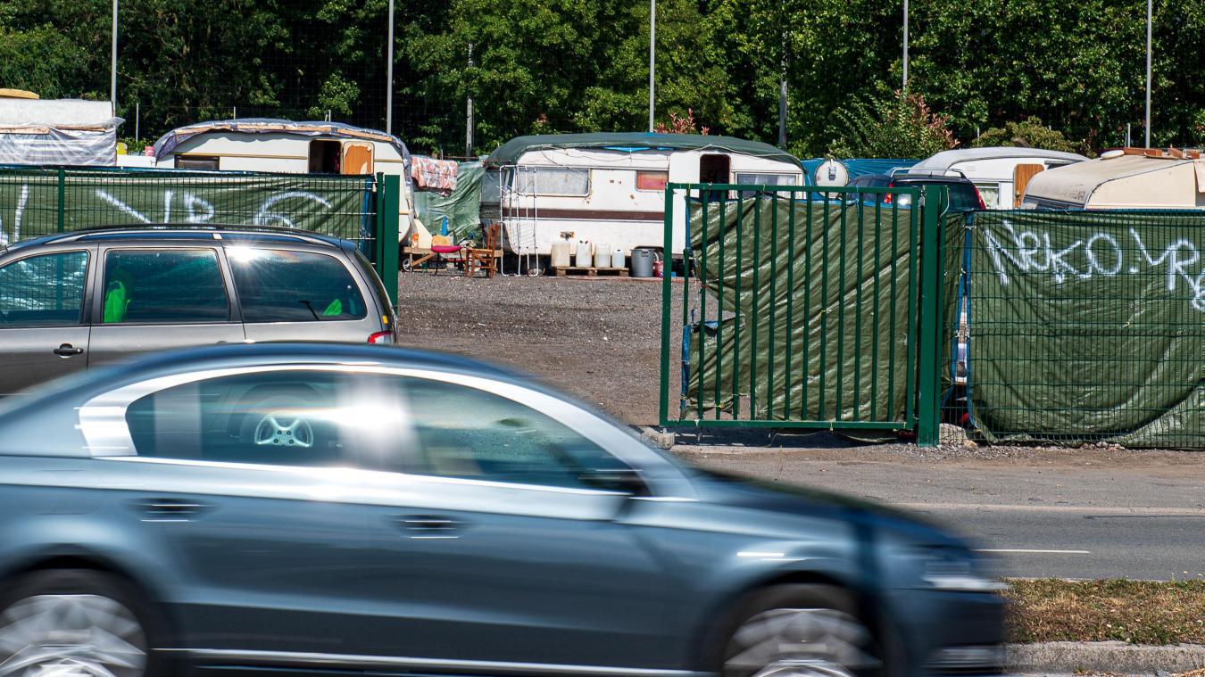 Le camp situé sur l'ancienne station-service, façade de l'Esplanade, devrait bientôt être vide. PHOTO PASCAL BONNIÈRE