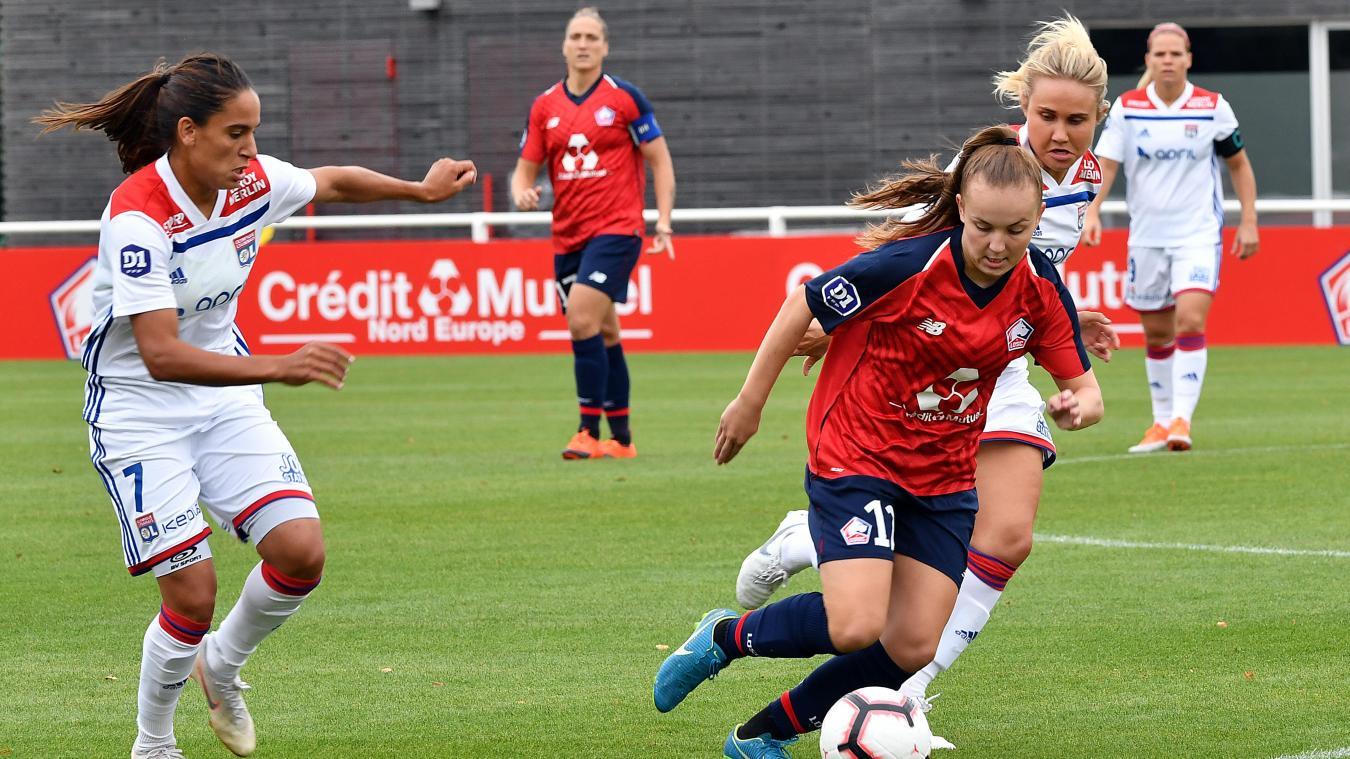 Actuellement retenue avec l'équipe de France U19 pour disputer l'Euro, Julie Dufour (en rouge) a prolongé son contrat avec le LOSC. PHOTO PHILIPPE PAUCHET