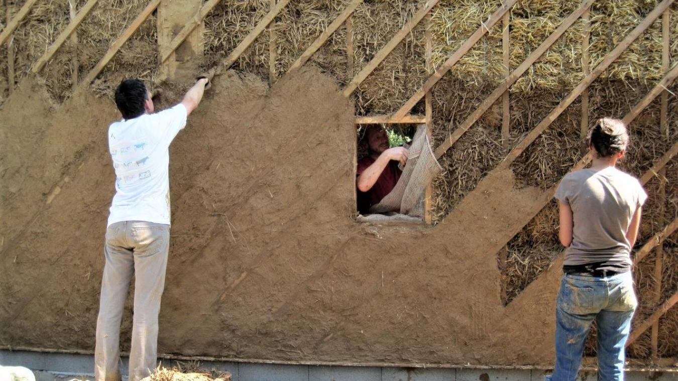 Venez mettre la main à la paille pour construire une maison écolo à  Landrecies