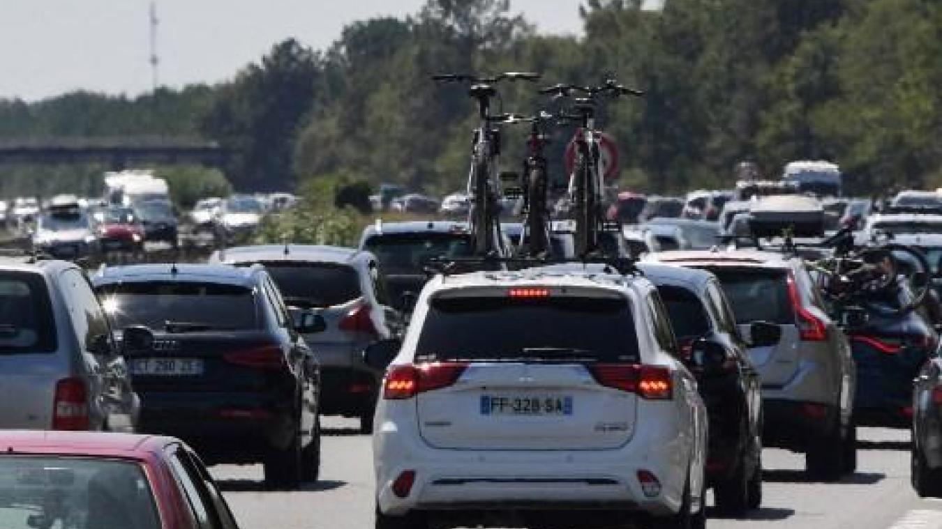 Circulation chargée sur les routes françaises, rouges dans le sens des retours