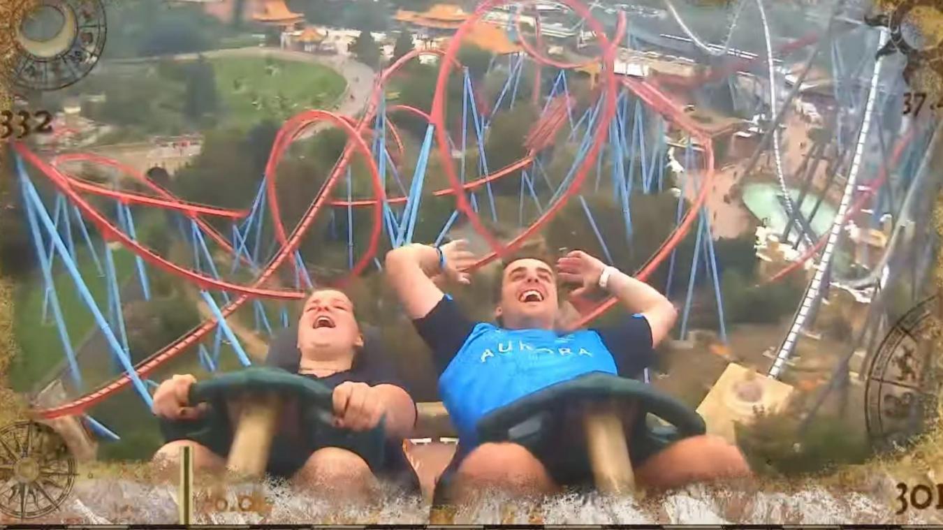 Vidéo. Lancé à 134 km/h dans des montagnes russes, un touriste a le geste parfait et rattrape un téléphone