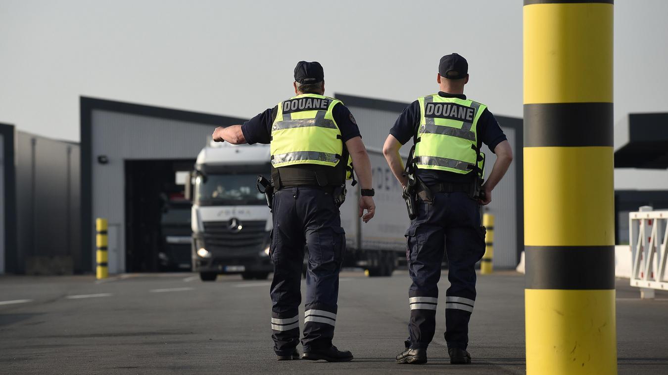 Les douaniers de Loon-Plage ont découvert 8,8 tonnes de cigarettes lors du contrôle d'un poids lourd, le 5 septembre. Photo Marc Demeure
