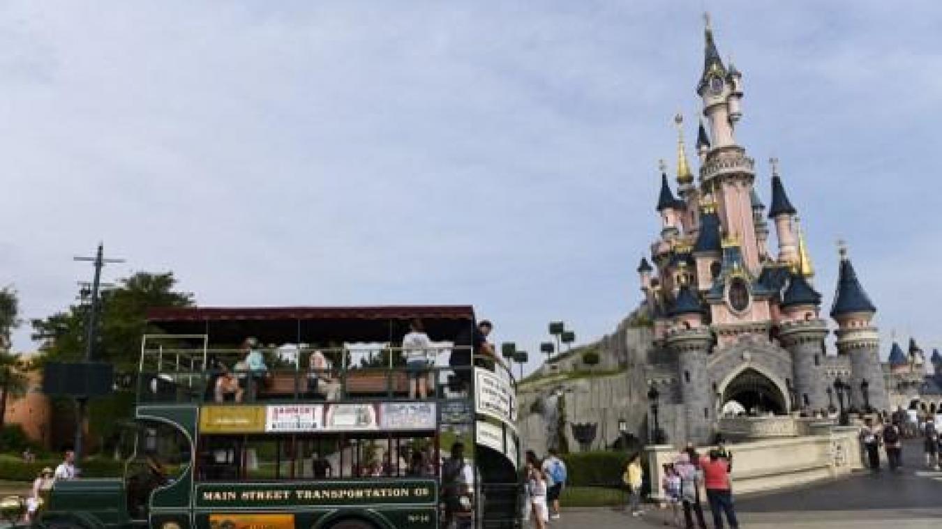 Porté disparu à Disneyland après avoir consommé du LSD — FAITS DIVERS