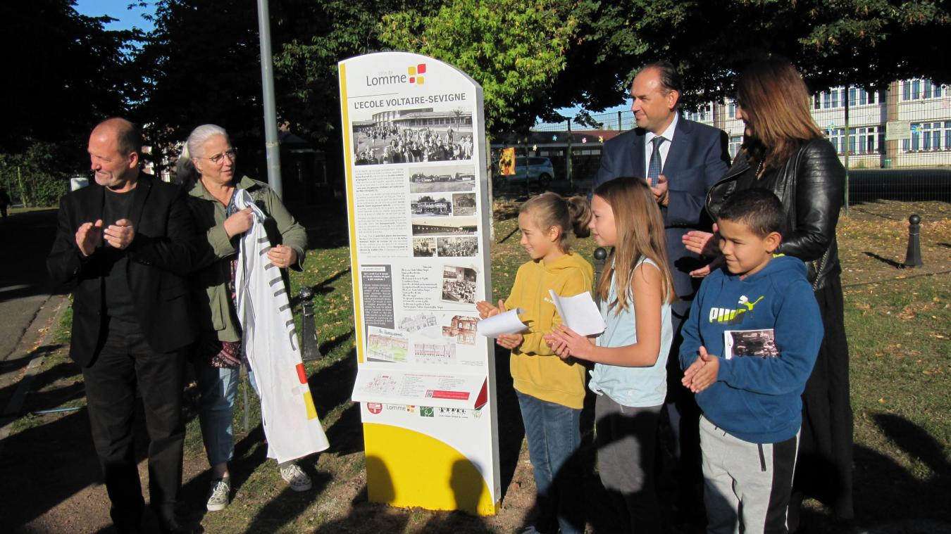 Les enfants ont dévoilé les totems, en présence du maire et du directeur de l'école.
