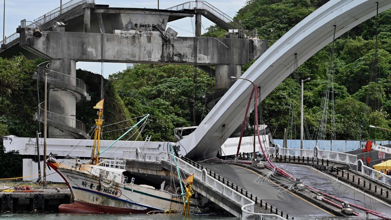 Taïwan : six personnes prises au piège après l'effondrement d'un pont